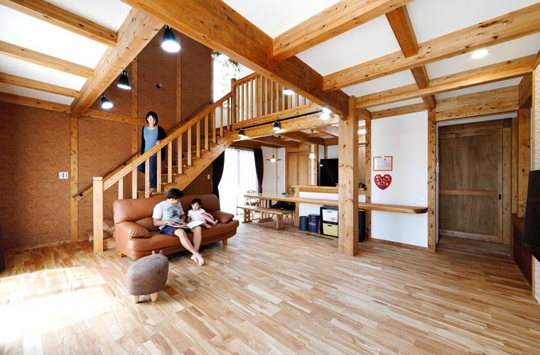 木のぬくもりを感じるリビングに自然と集まりたくなる家(Y様邸)