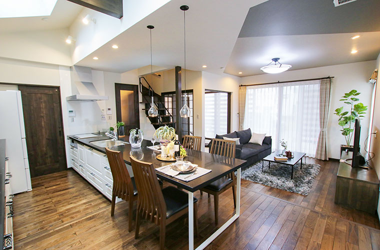 雰囲気の異なる部屋に注目!モダンとヴィンテージが融合したブルックリンスタイルの家(北条梅原モデルハウス)