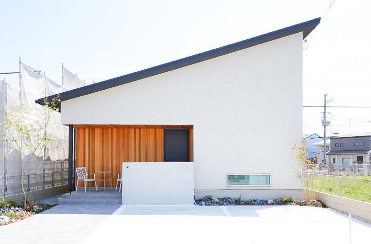 まるで秘密基地のようなロフト付き!空間が自然につながる平屋ならではの家事動線にも注目(苫編モデルハウス)