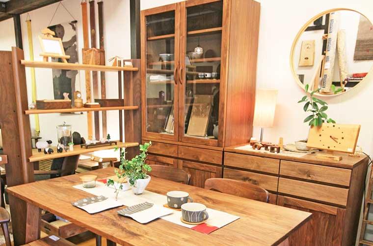 【姫路】「家具と暮らしの雑貨 たにがわ」無垢材のオーダー家具やこだわりの雑貨が自慢