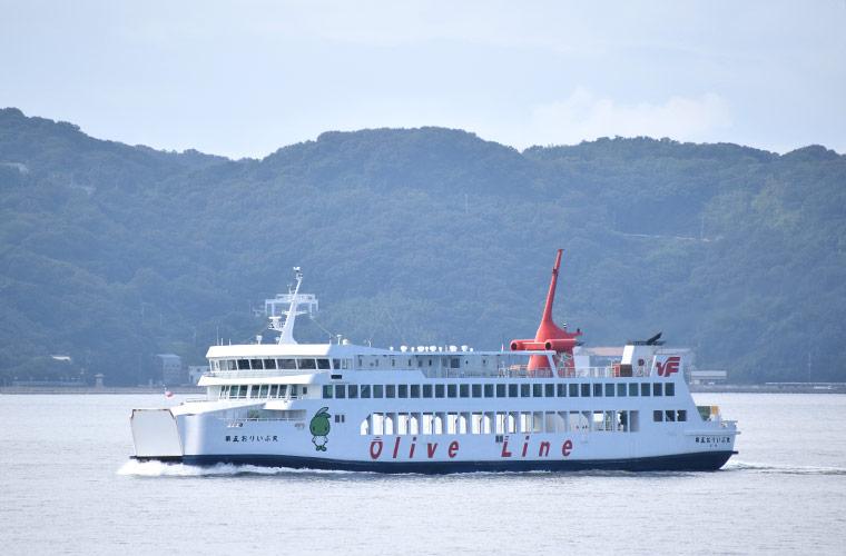 姫路港からフェリーに乗って小豆島へ オリーブの魅力やアートに触れる旅