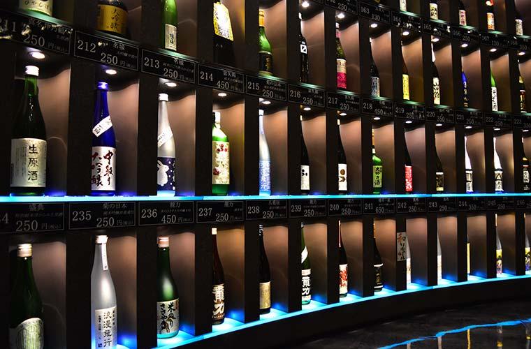 【姫路駅周辺】約300銘柄の兵庫県の日本酒がずらり! 飲み比べができる「試」へ