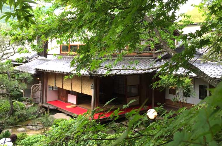 【姫路】和庭園に咲く季節の花が楽しめる古民家を利用した「和かふぇ 八重庵(やえあん)」