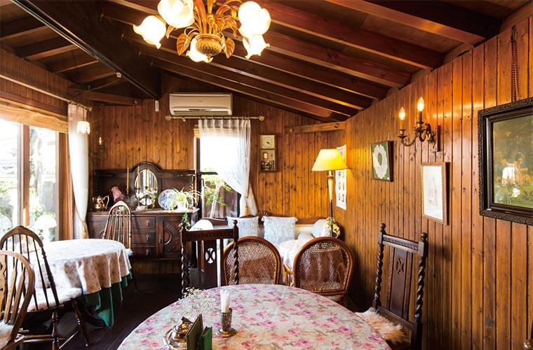 【姫路】紅茶&アンティーク好きの人必見!和の庭園にある英国風コテージカフェ「琥珀」