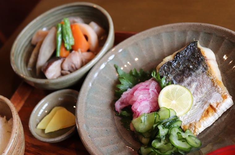 【姫路】日替わりランチは限定20食!常連さんに愛され続ける「ままや」