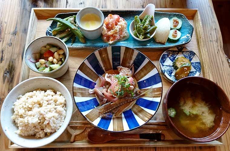 【福崎町】農場直営の古民家カフェ「農家のごはん ことほぎ」旬野菜を使ったランチが人気!