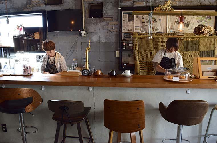 【高砂】ブックカフェ&バー「リトロアンドストーン」アメリカンビンテージなおしゃれな空間