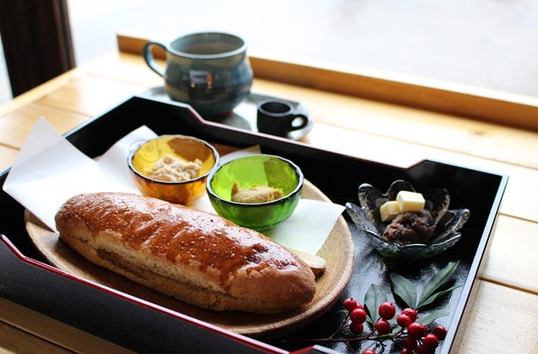 """【小野】「こころみcafe」の人気コッペパン おいしさの秘密は""""粉""""にあり!"""