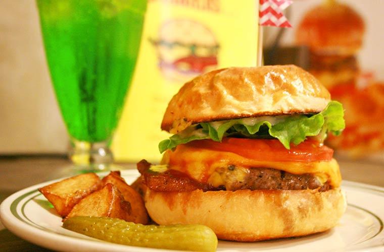 【姫路】アメリカンテイストな「Johson Burgers」ボリューム満点のハンバーガーが絶品!