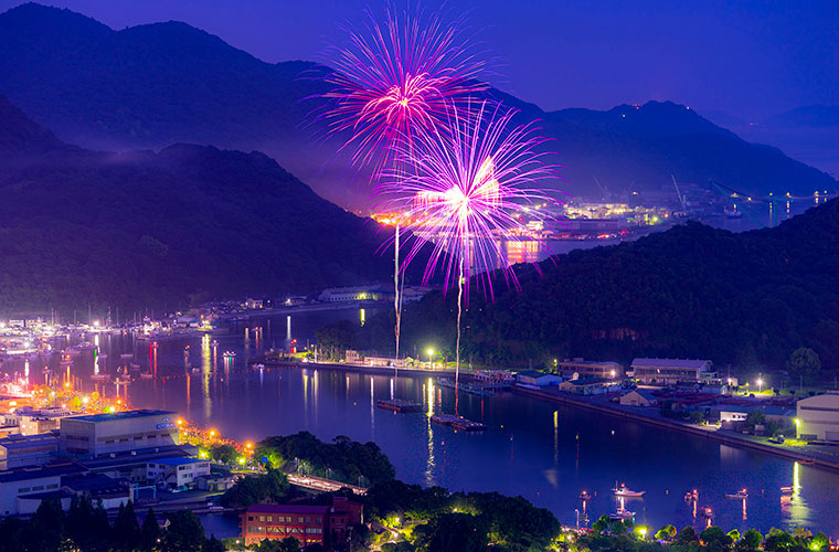 帆船から5000発の花火を満喫!相生ペーロン祭の花火大会や夕日、夜景クルーズのツアーを開催!
