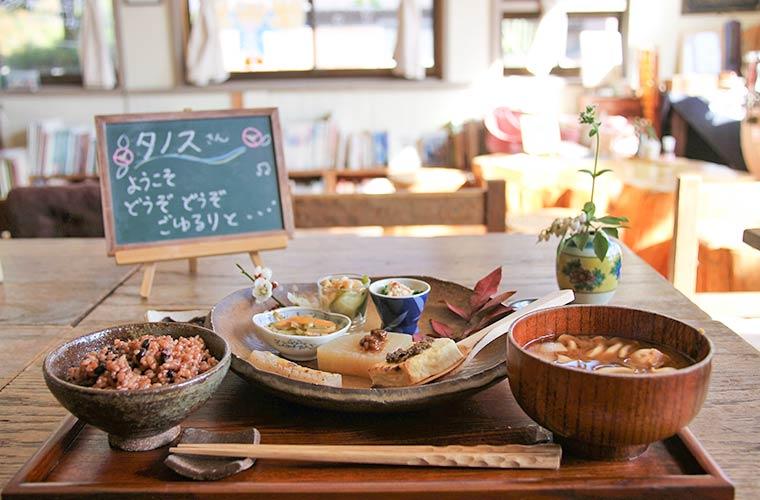 【神河町】子連れOK!憩いのカフェ「楽や」でカラダに優しいランチ&スイーツを味わって