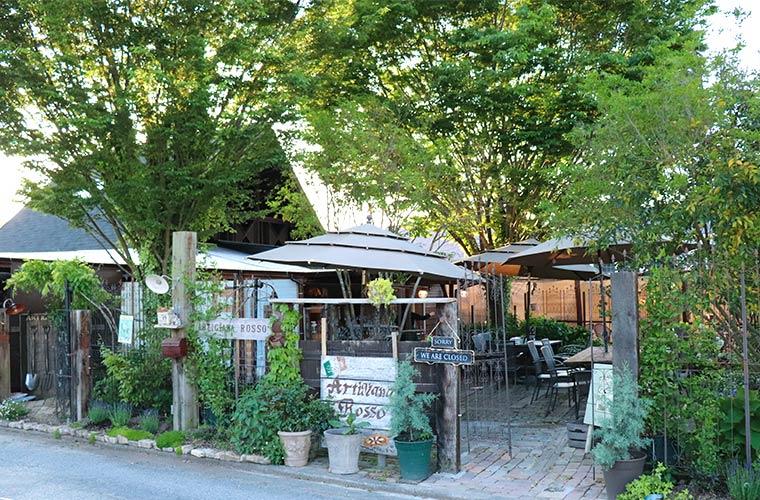 【小野】「アルティジャーナロッソ」にフラワーショップがオープン!秘密の花園で窯焼きピザをほおばって