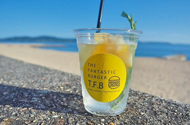 【明石】海沿いカフェ「ザ ファンタスティックバーガー」OPEN!ハンバーガーやインスタ映えドリンクも