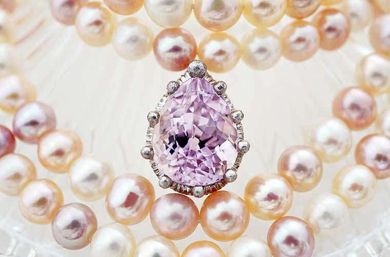 年間を通して一番買取が多いのはコレ!時計や貴金属、宝石の中で高く売れるものを聞いてみた!