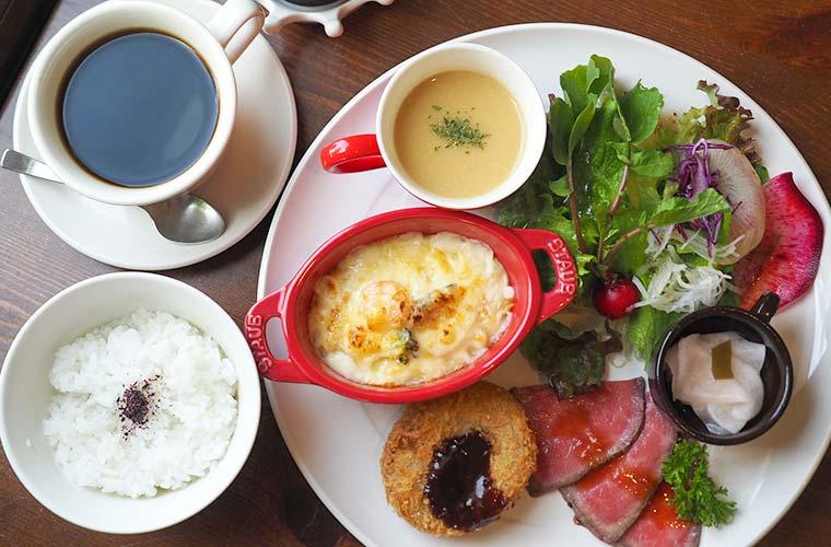 【西脇】自然派カフェ「モモンスラン」黒田庄和牛と今だけのいちごスイーツが人気!