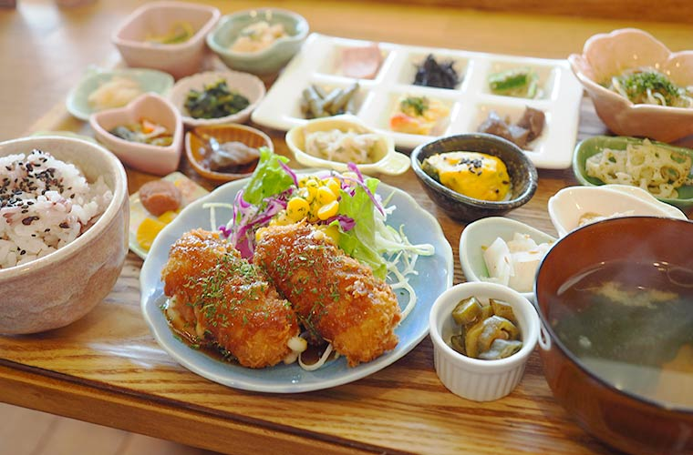【三木】カフェ「AOSORA(アオソラ)」のおばんざいランチが人気!キッズメニューも♪