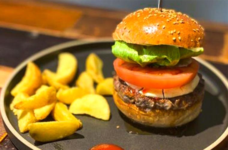 【姫路】ハンバーガー店「マルハチ」カスタマイズできる絶品バーガーが人気!テイクアウトも♪