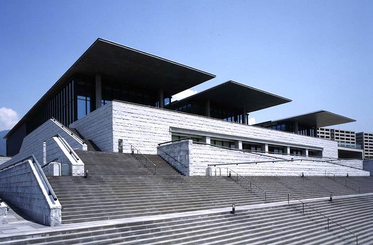コシノヒロコの全貌に迫る展覧会!兵庫県立美術館で開催