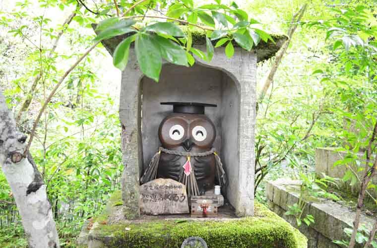 【佐用町】「光明寺」の境内は幸せを招くふくろうや風鈴、謎に満ちたアートでいっぱい!