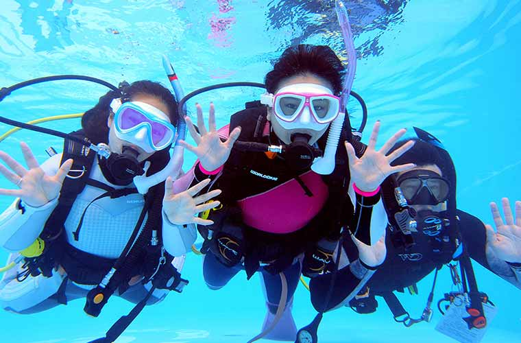 青い海で感動のスキューバダイビング体験!映える水中写真もプレゼント