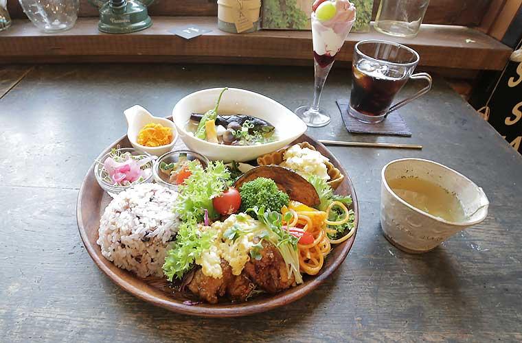 【姫路】乙女心をくすぐるカフェ「Zakka  Hina(ザッカヒナ)」で欲張りランチ&かわいい雑貨