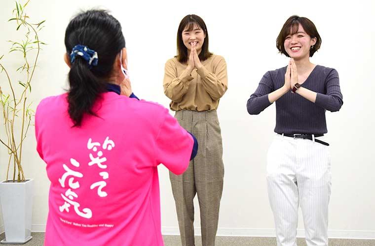 話題の「ラフターヨガ」でストレス発散♪笑って元気に体操しよう!