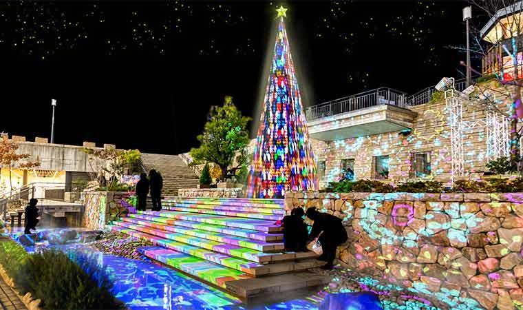 姫路駅前で「ガーデンクリスマス2020」開催♪特大クリスマスツリーが登場!