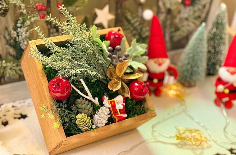 【100均】クリスマスグッズを簡単DIY!ウォールフラワー風アレンジなどおすすめ3選