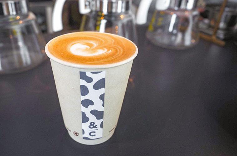 【三木】コンテナで営むコーヒー店「&c(アンドシー)」でスペシャルティコーヒーと厳選スイーツを