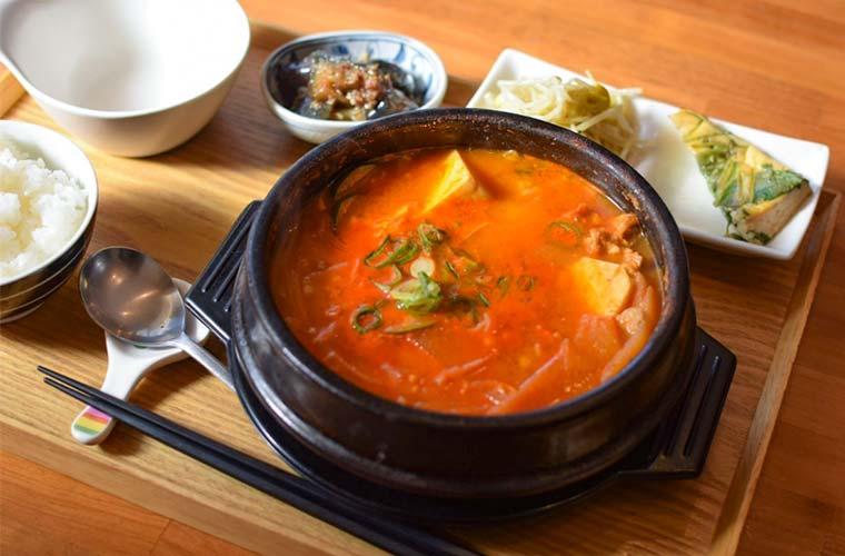 【高砂】韓国料理やヘルシーランチが自慢の「nene(ネネ)」手作りパンやスイーツも豊富♪