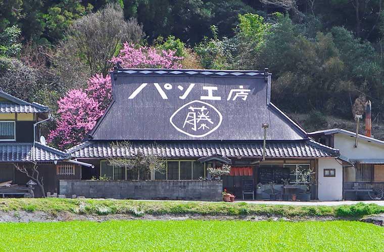 【神河町】パン工房「丸藤」薪窯で焼き上げるこだわりの食パンやラスクが人気!イートインも♪