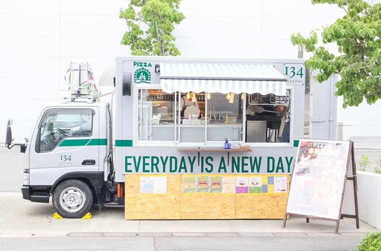 【姫路周辺】石窯キッチンカー「134 kitchen」釜焼きピザとバブルワッフルが週替わりで♪