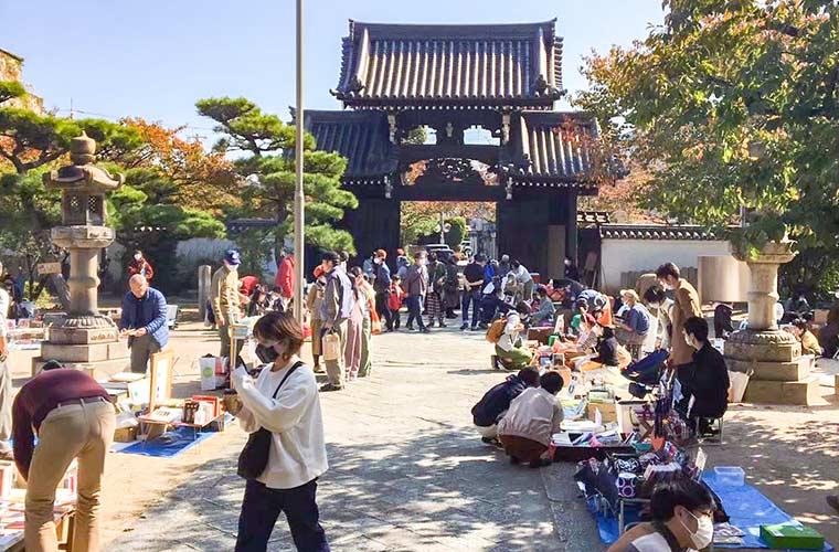【高砂】十輪寺で古本市「ほんのわいち」が開催♪カレーやコーヒーのテイクアウトブースも出店!